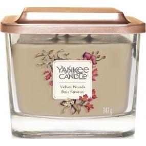 Yankee Candle Velvet Woods - Zamatové drevo sójová vonná sviečka Elevation strednej sklo 3 knôty 347 g