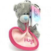 Me to You Kľúčenka plyšová Medvedík s dekou a nápisom Hugs 8 cm