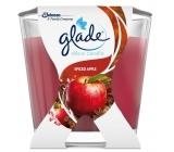 Glade Spiced Apple Jablko a škorica vonná sviečka doba horenia až 30 hodín 70 g