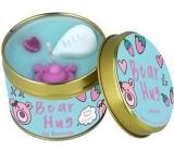 Bomb Cosmetics Medvedí objatí - Bear Hug vonná prírodné, ručne vyrobená sviečka v plechovej dóze horí až 35 hodín