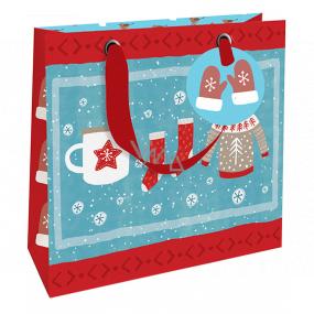 Nekupto Darčeková papierová taška luxusné 18 x 16 cm Vianočný zimné oblečenie WLIS 1972