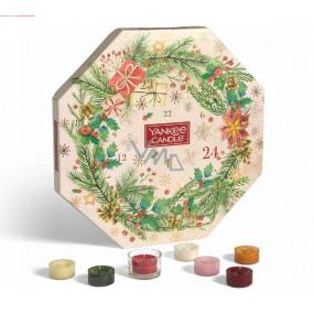 Yankee Candle Adventný kalendár Veniec čajová sviečka 24 kusov + svietnik sklenený 1 kus, vianočné darčeková sada