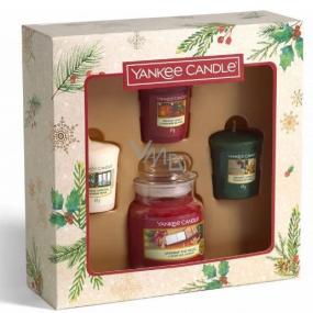 Yankee Candle Magical Christmas Morning Unwrap The Magic - Rozbaľte kúzlo vonná sviečka Classic malá sklo 104 g + Singing Carols - Spievanie kolied + Holiday Hearth - Sviatočné krb + Surprise Snowfall - Snehové prekvapenie vonná sviečka votívny 3 x 49 g, vianočné darčeková sada
