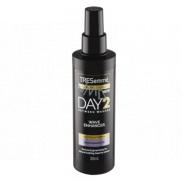 TRESemmé Wave Enhancer Day 2 sprej na zvýraznenie vlnitých vlasov pre dni, kedy nemáte náladu si umyť hlavu 200 ml