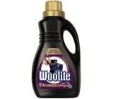 Woolite Dark Black & Denim tekutý prací prostriedok s keratínom na tmavé a čierne prádlo 15 dávok 0,9 l