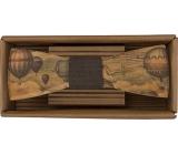 Bohemia Gifts & Cosmetics Drevený motýlik Cestovateľ - balóny 12,5 cm
