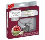 Yankee Candle Black Cherry - Zrelé čerešne vôňa do auta kovová strieborná visačka Charming Scents set Linear 13 x 15 cm, 90 g