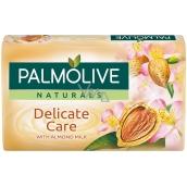 Palmolive Naturals Delicate Care s mandľovým mliekom toaletné mydlo 90 g