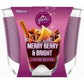 Glade Maxi Merry Berry & Bright s vôňou merlotu, lesných plodov a korenia vonná sviečka v skle, doba horenia až 52 hodín 224 g