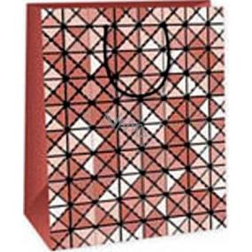 Ditipo Darčeková papierová taška 26,4 x 13,7 x 32,4 cm hnedo biele štvorce trojuholníky AB