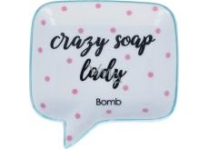 Bomb Cosmetics Crazy Soap Lady Soap Dish Keramická miska na mydlo 12,5 x 12,5 cm