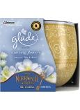Glade Dancing Flowers - Jazmín, Ľalie a Jablko vonná sviečka v skle doba horenia až 30 hodín 120 g