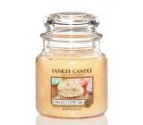 Yankee Candle Vanilla Cupcake - Vanilkový košíček vonná sviečka Classic strednej sklo 411 g