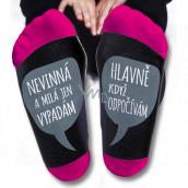 Nekupto Rodinné darčeky s humorom Ponožky Nevinná a milá len vyzerám. Hlavne keď odpočívam, veľkosť 39-42