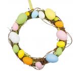 Veniec z prútia s farebnými plastovými vajíčkami 25 cm